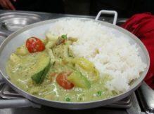מנת עוף / דגים ברוטב קארי ירוק