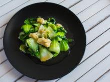 סטיר פריי ירקות ירוקים, אגוזים ואורז