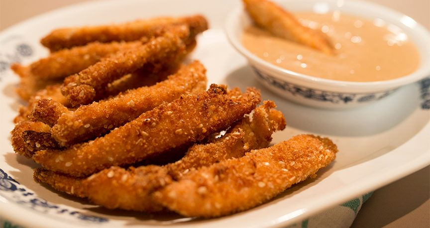 עוף בציפוי פריך ברוטב חמאת בוטנים אינדונזי