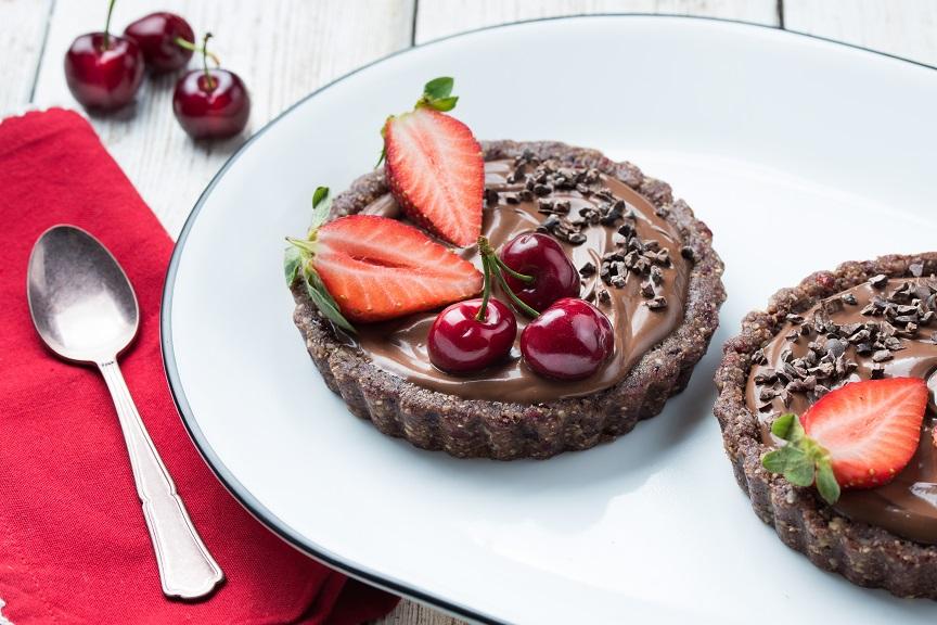 טארטים אישיים עם מלית שוקולד ופירות