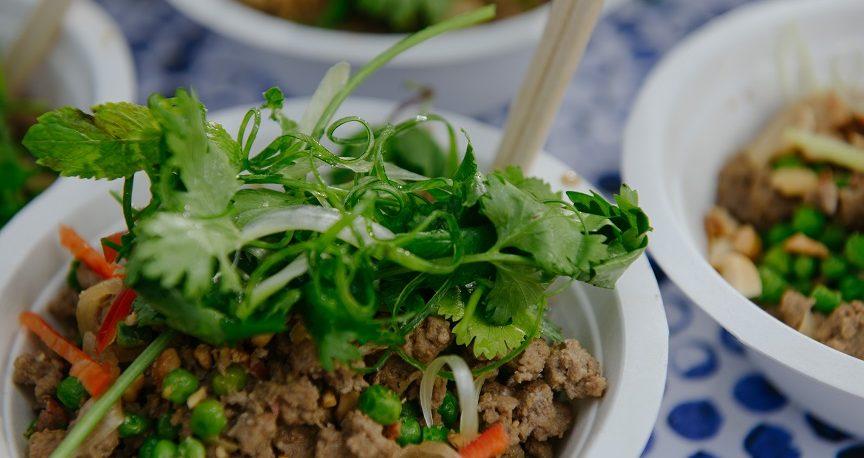 אטריות שעועית עם בשר טחון ואפונה ירוקה