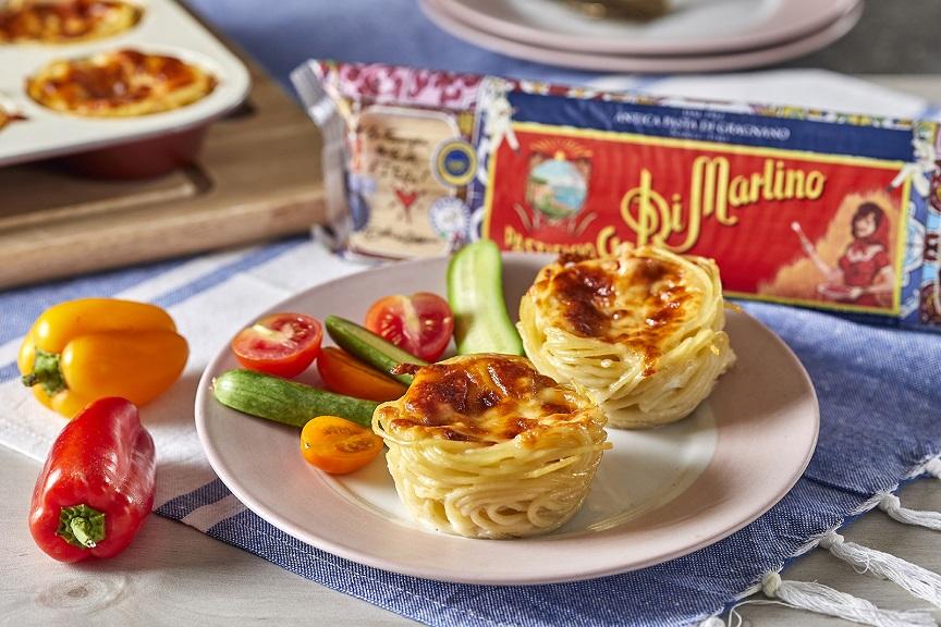 מאפינס מספגטי במילוי רוטב עגבניות וגבינות