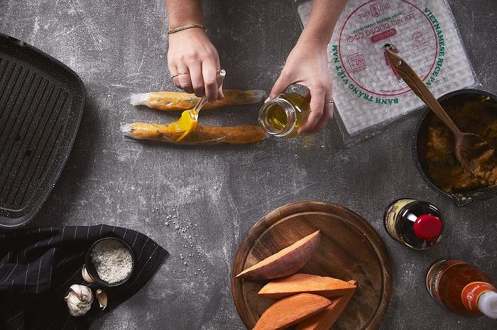 סיגרים אפויים מדפי אורז במילוי מחית תפוחי אדמה ובטטות מתובלת