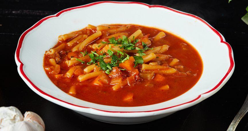 מרק עגבניות זריז עם מקרוני